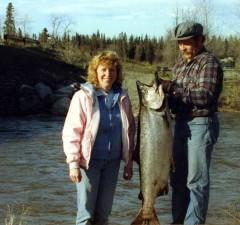 homme, femme, pêche, lage, roi, saumon, pris