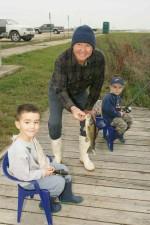 Človeče, hrdo, ryby, chytil, dvaja mladí chlapci