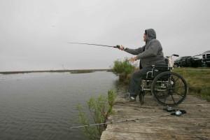 muž, posedenie, invalidný vozík, Rybolov