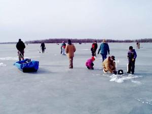 les gens, la glace, les loisirs, le sport, la pêche, la glace
