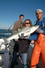 femme, tenue, sébaste, bateau de pêche, deux, hommes