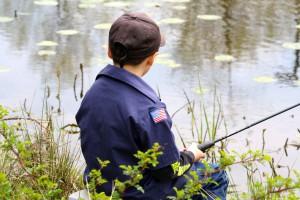 jeune garçon, pêche