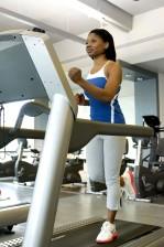 Afro wanita Amerika, gym, berjalan