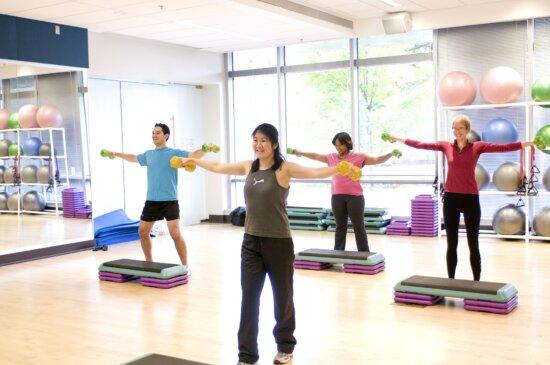 dumbbellss, dang ra, bàn tay, xây dựng, cơ thể, sức mạnh, aerobicizing