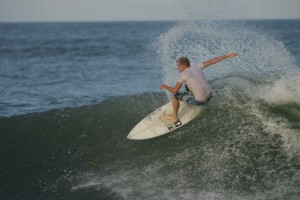 surfer, maneuvers, front, cutback, generate, speed, wave