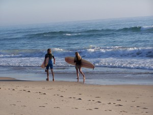 surfistas, playa