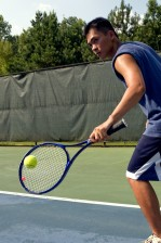 joven hombre, juego, tenis, cancha
