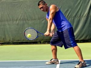joven hombre, juego, deporte, juego, tenis, estadio