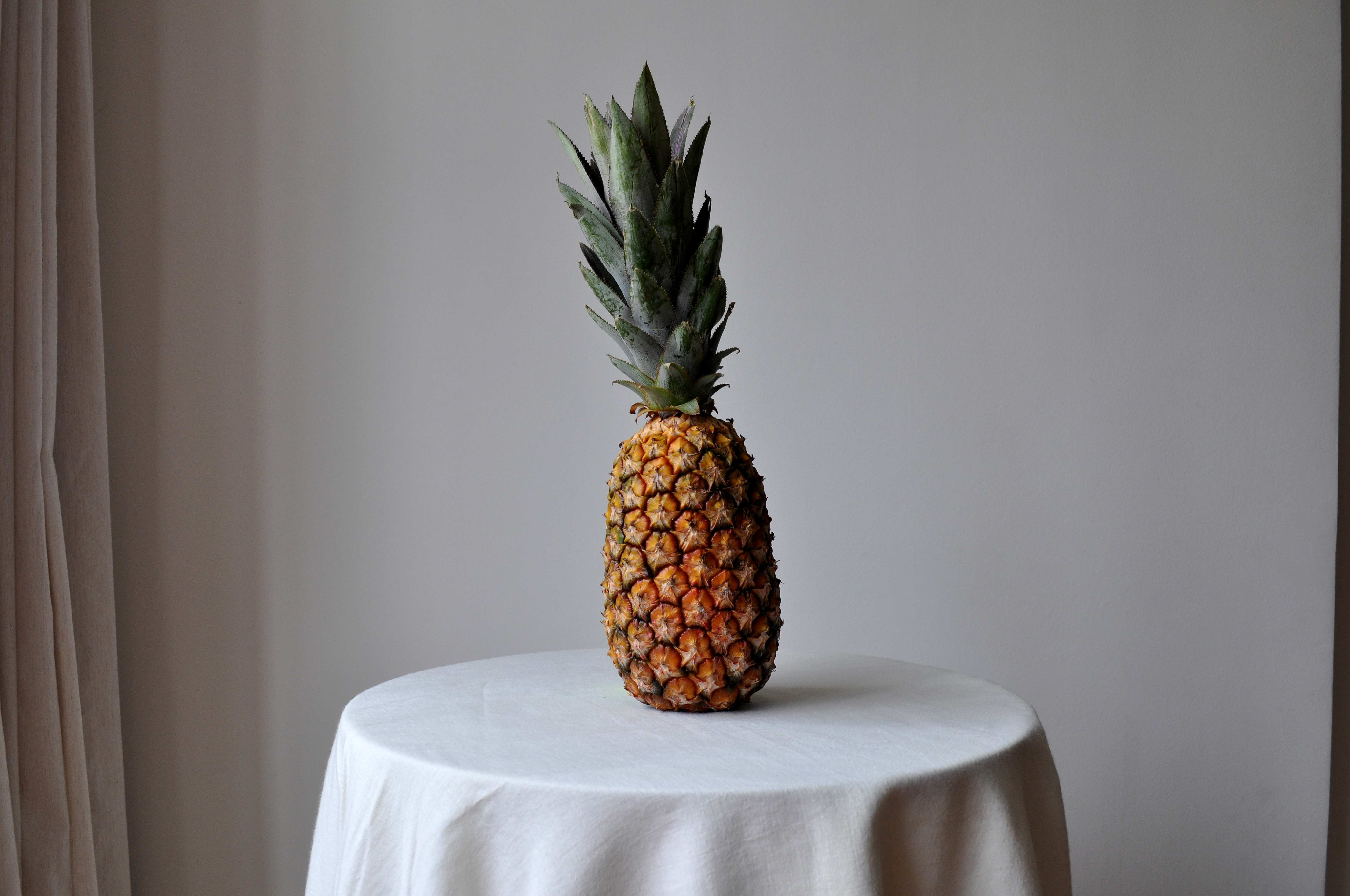 Free photograph; pineapple, table