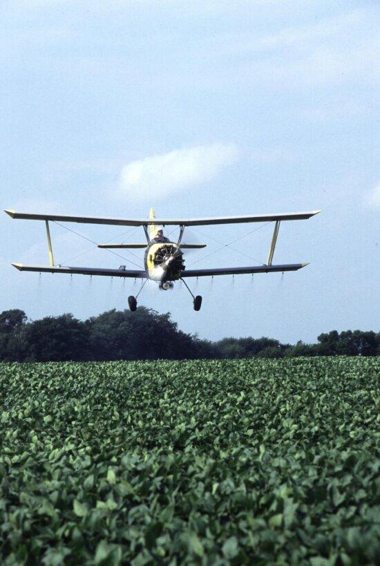 cropduster, soybean, field