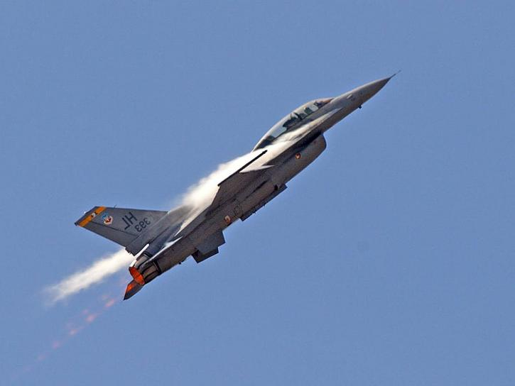 F16S jets, fighters, airplanes