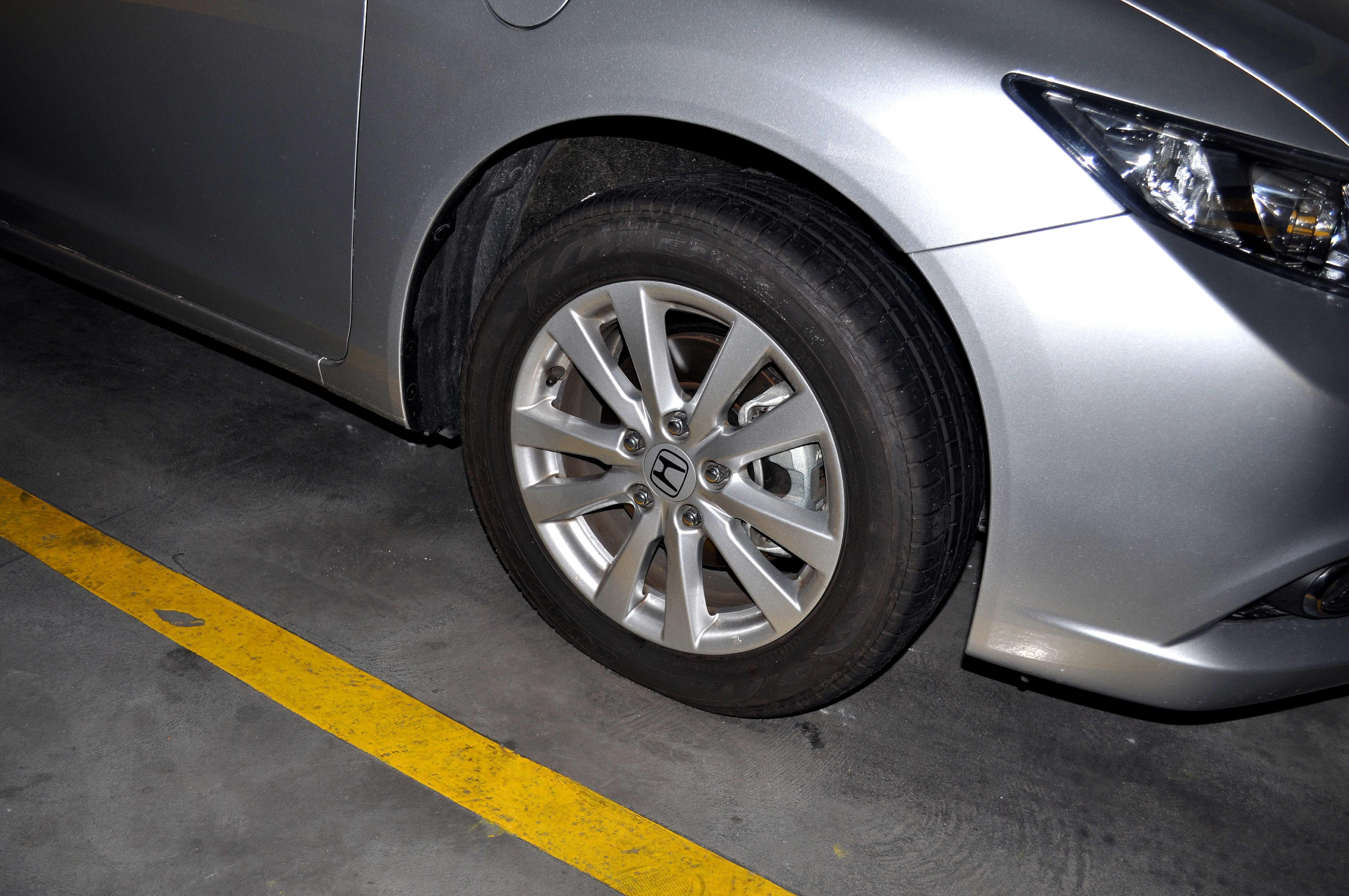 Free photograph; metallic, silver, car, alloy, wheels, parking