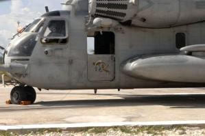 hélicoptère, engagé, livraison, d'urgence, de la nourriture, des fournitures