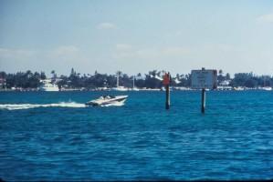 Boot, überhöhte Geschwindigkeit, Seekuh, Leerlauf, Zone