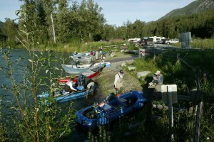 лодки, бряг, хора