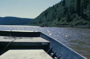 de près, regarder, bateau, rivière