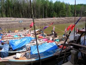 réparés, bateaux, tsunami, la Thaïlande, la récupération, les efforts