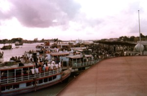 sader, ću noću, trajektna luka, terminala, Dhaka, Bangladeš, Buriganga, Rijeka