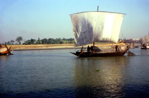 vierkant, opgetuigd, zeilboot, verplaatst, Bangladeshs, Meghna, rivier