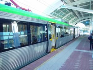 doors, closing, train, prepares, depart