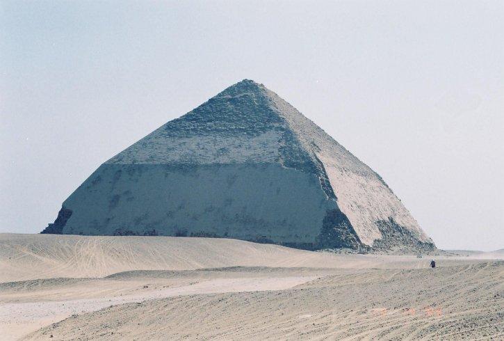 courbé, pyramide