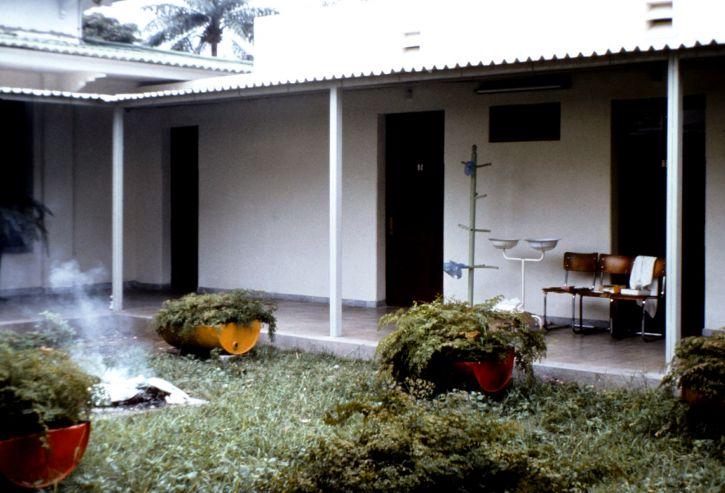 courtyard, Ngaliema, hospital, Kinshasa, Zaire