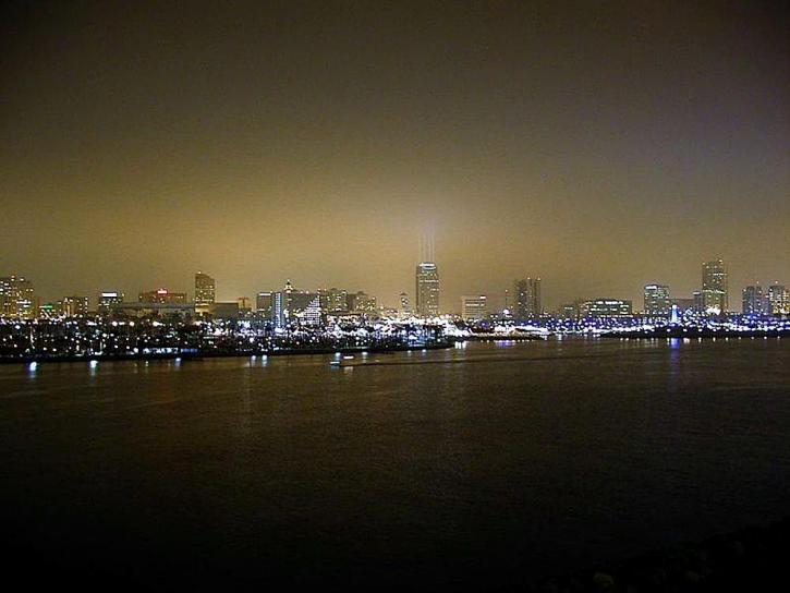 lunga spiaggia, orizzonte, notte, città