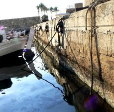 Quay, zeď, oblast přístavu, umyté, malované, rybářské lodě