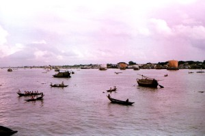 sampan, walasr, ferryboats, plied, Meghna, river, Dhaka, district, Bangladesh