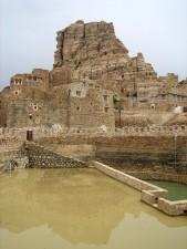 zrekonstruovaný, Jadaan, cisterny, Jemen, postavený, přírodní, kámen, chrání, voda