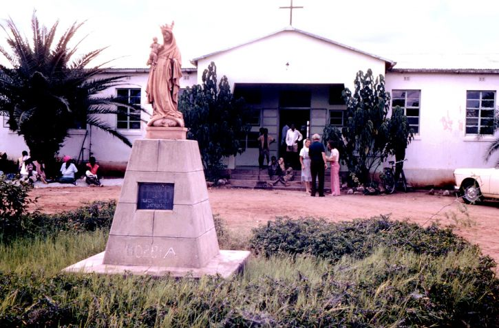mjesto, neki, mnogi, bolnice, posjetio, javnosti, zdravlje, dužnosnici, 1975, Rhodesian