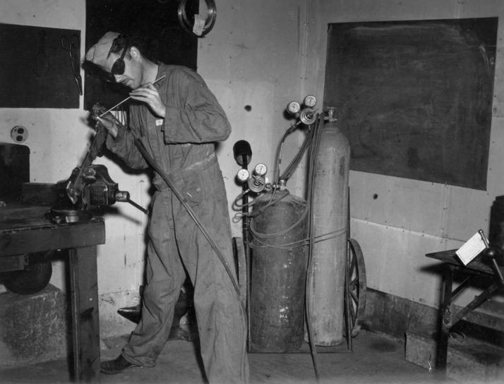 worker, welds, autogenous, welding, apparatus