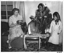 esquimau, femme, enfant, fourrure, poupées