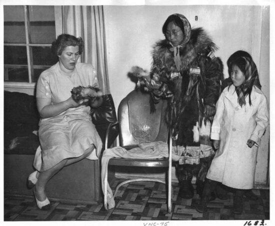 eskimo, woman, child, fur, dolls