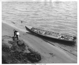 esquimau, femme, long, hors-bord, bateau