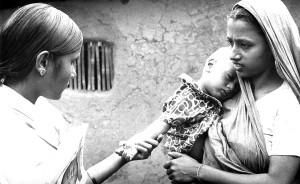 la vérification, la variole, la vaccination, cicatrice, jeune enfant, l'avant-bras