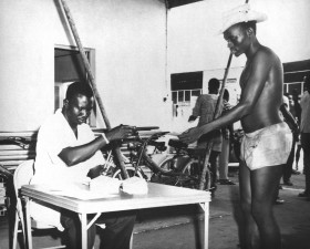 hombre, vacunados, la viruela, Nigeria