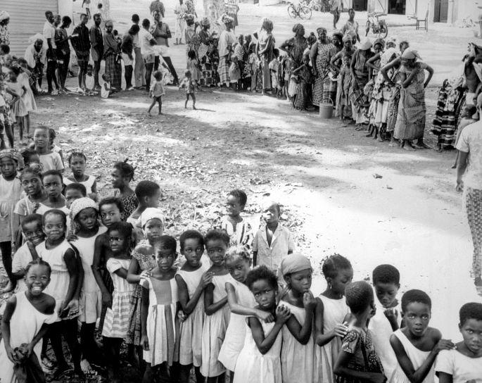 les gens, le Niger, à l'ouest, en Afrique, en attendant, la variole, la rougeole, la vaccination