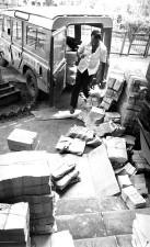 Pfähle, Faltblätter, verteilt, heraus, lokale, Bangladesch, Gemeinden