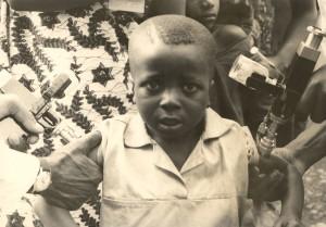 fiatal, Nyugat-afrikai, kameruni, fiú, folyamat, fogadó, védőoltások