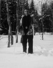 homme, debout, skis, neige