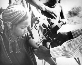 nigerien, child, receiving, smallpox, vaccination