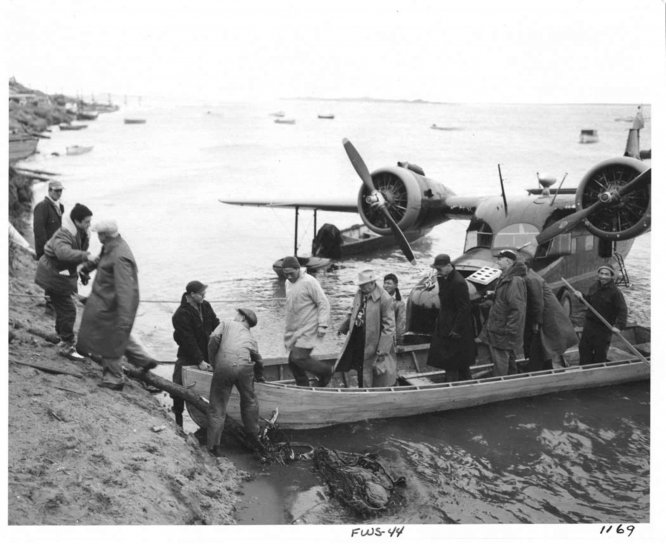 people, disembarking, boat, shore, help