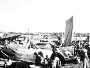 vintage, photo, people, work, flood, waters, Bangladesh
