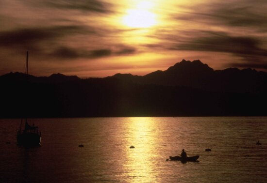 silhouette, fishermen, boat, catching, fish, harbor