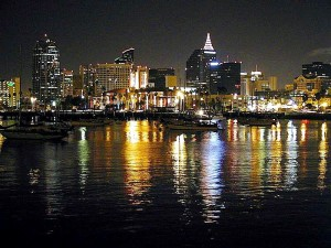 acqua, baia, città, luci, riflessi, increspature, notte